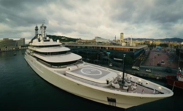 Turismo Turismo Así entró en Barcelona el yate de Abramovich