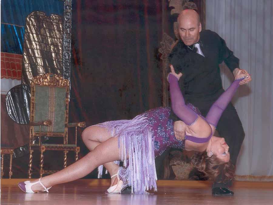 """Baile Baile Enrique Leal y Maribel Rodríguez, profesores: """"Las instituciones deberían fomentar el baile entre la juventud porque les aparta de peligros"""""""