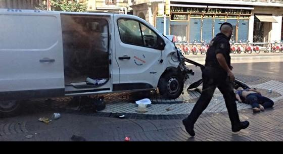 Actualidad Actualidad La furgoneta de la muerte recorrió medio kilómetro atropellando gente haciendo eses
