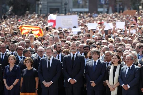 Actualidad Actualidad Multitudinario minuto de silencio en Barcelona, con el Rey a la cabeza