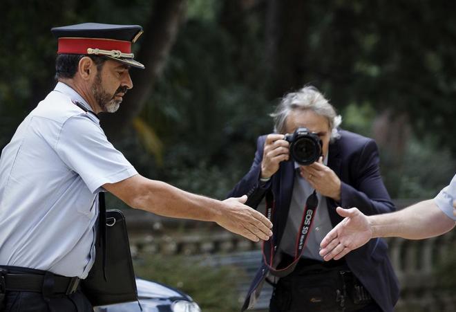 Actualidad Actualidad Los Mossos ordenan retirar las fotos de Puigdemont de sus edificios