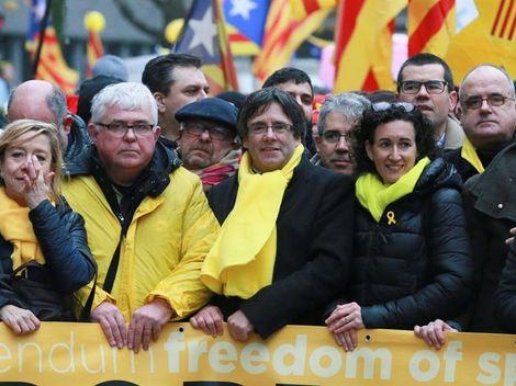 Actualidad Actualidad Puigdemont y Rovira pactan en Bélgica la Mesa del Parlament