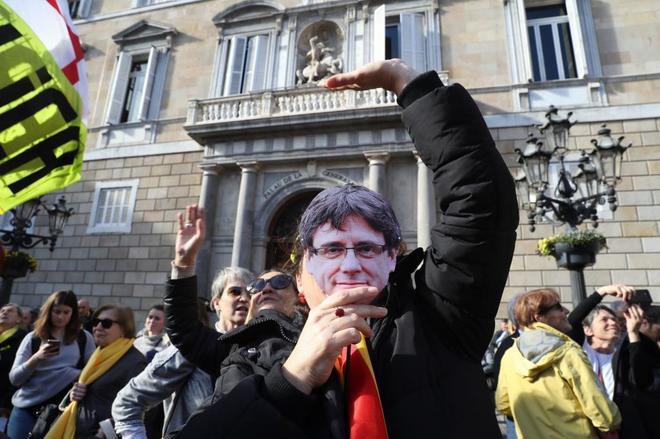 Actualidad Actualidad Puigdemont pactó con la CUP activar la república catalana y ERC rechazó firmar el acuerdo