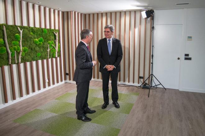 """Actualidad Actualidad El presidente de Siemens sobre Puigdemont: """"La ley debe estar por encima de todo"""""""