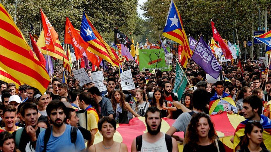 Actualidad Actualidad El Gobierno de Puigdemont encargó a Òmnium contratar casi 1,3 millones de carteles para el 1-O