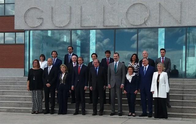 """España España El Rey agradece el """"cariño y la cálida acogida"""" en Aguilar (Palencia)en su visita al Ayuntamiento y a la fábrica Gullón"""