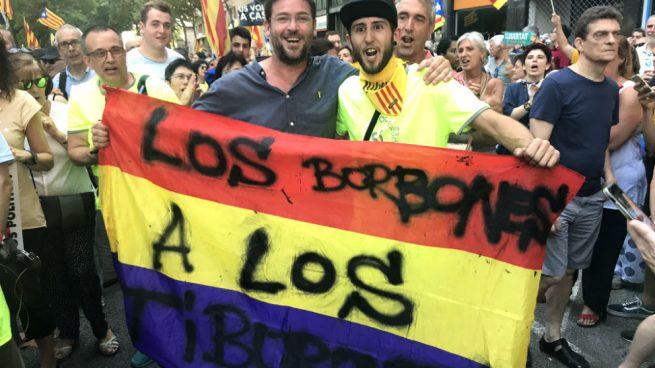 """Actualidad Actualidad El ex líder de Podemos en Cataluña Dante Fachin amenaza al Rey: """"Los Borbones a los tiburones"""""""