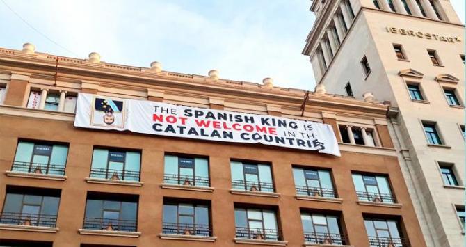 Actualidad Actualidad El PP exige a Colau retirar la pancarta contra el Rey por vulnerar ordenanzas